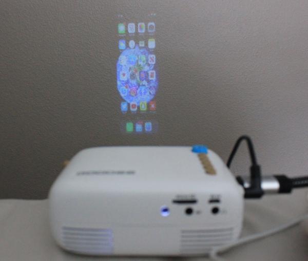 mini projector iphone cast