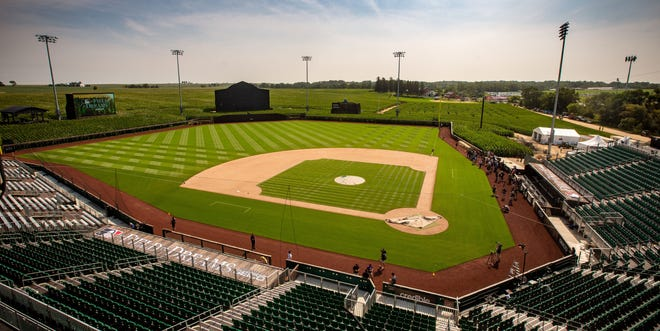 how to watch mlb field of dreams game